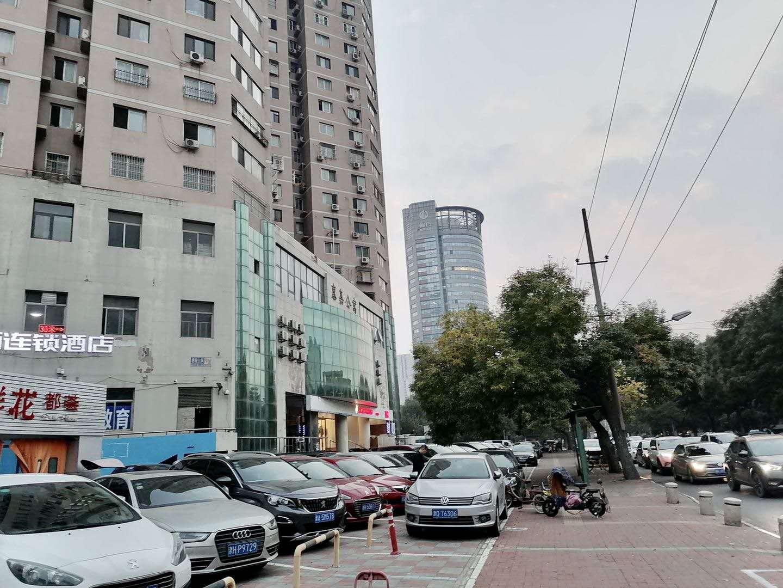 出租和平贵州路营口道临街门面,精装,能停车,不能明火无转让费