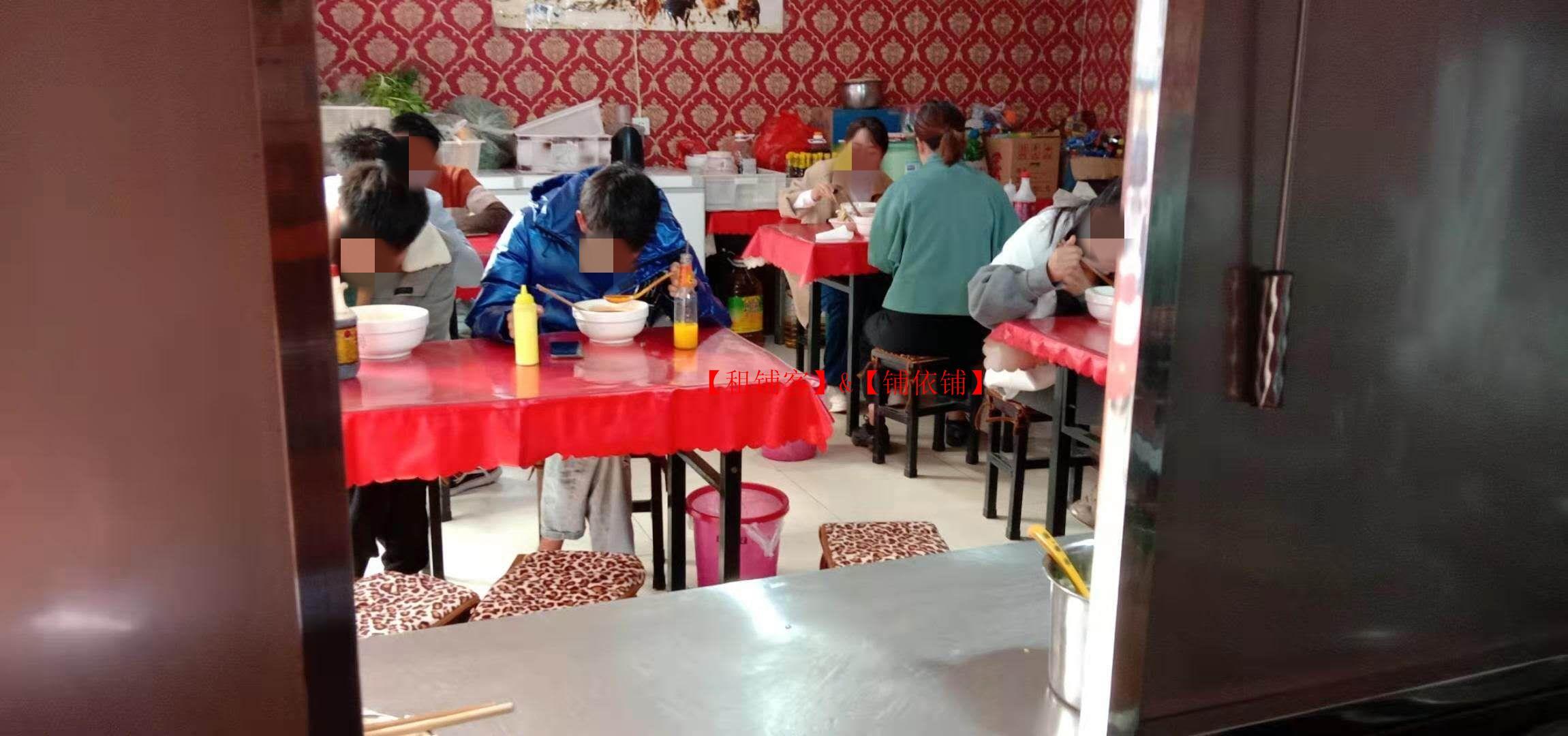 鸣泉村主街小吃店转让 位置好 生意好