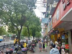 普陀大渡河路北石路 小区门口沿街门面,人流极大,零售业态不限