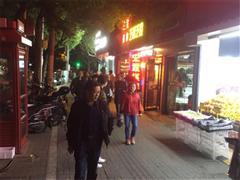 浦东金杨路 易购超市沿街十字路口 无转让费进场费 门宽7米