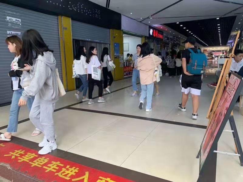 天河客运站地铁站附近,近大学门口,人流量大,消费群体固定!