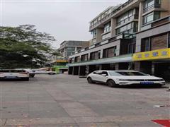 澄湖路沿街 一楼双开间50平米商铺 已装修 月租4千