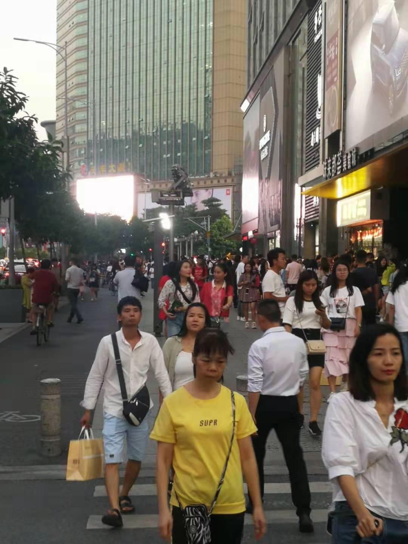 棠东地铁出入口,奶茶小吃一条街,适合各种业态类餐饮