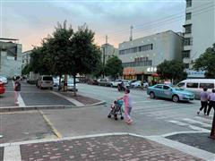 临潼中心东关街临街490平米商铺房东直租(无转让费)