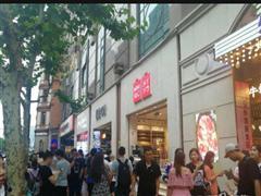 莘朱路临街店铺 400平方可分割 适合做教育培训和美容