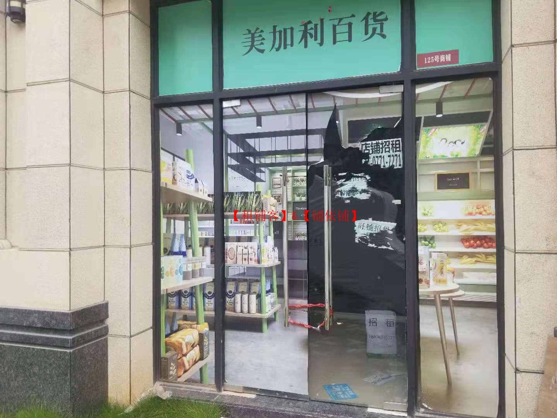 五象总部基地4号线地铁口商场门口临街铺招租